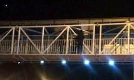 خودکشی خانم جوان از پل عابر پیاده خیابان آزادی